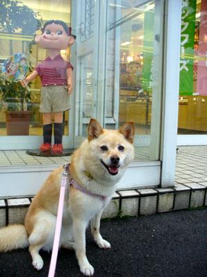ペコちゃんと記念写真