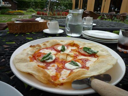 ピザでございます。